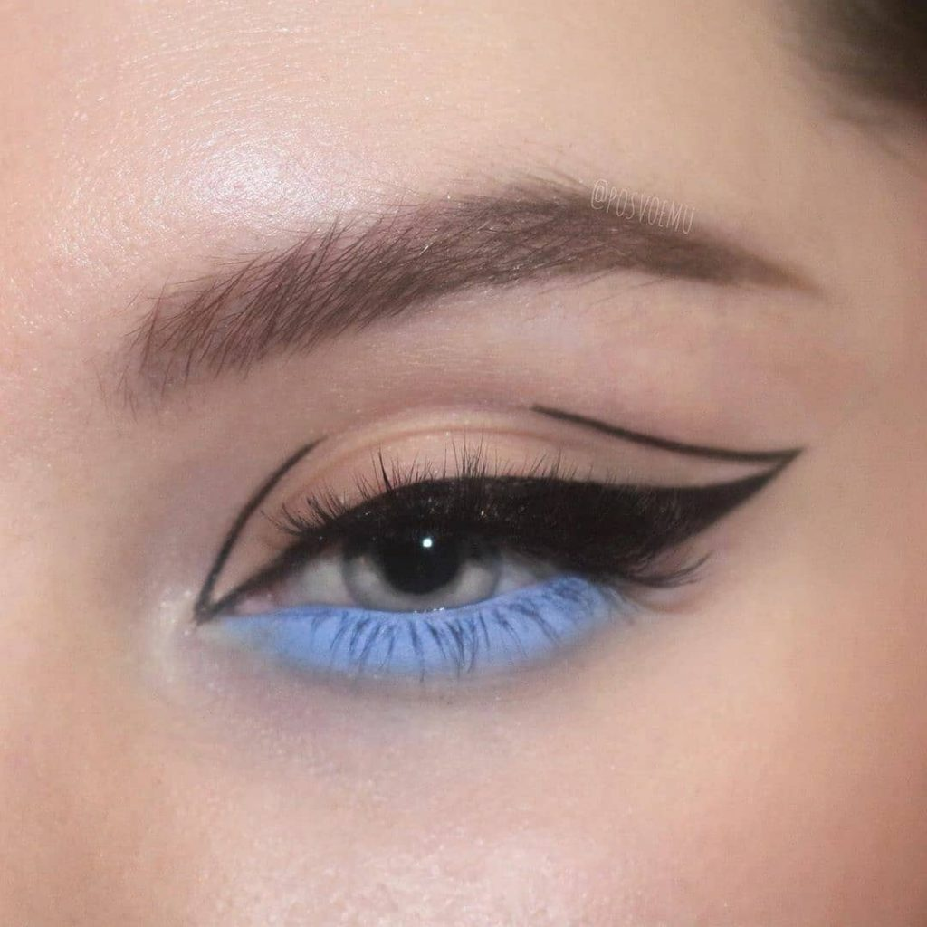 There's a new trending line: it's called a graphic eyeliner and celebrities love it