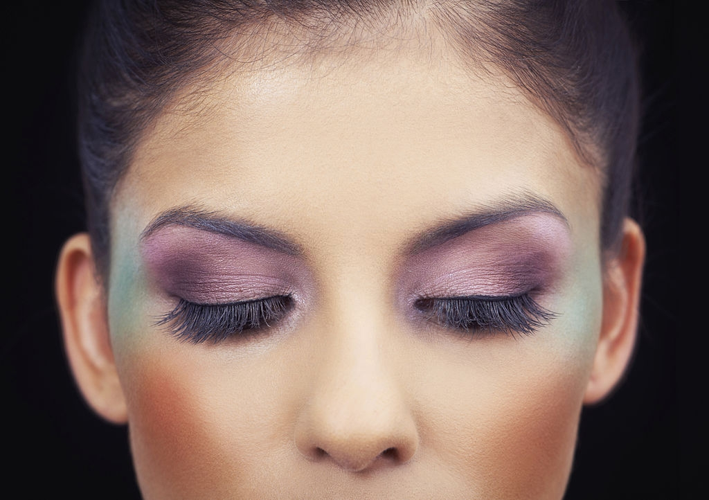 Prevent Eye Shadows from Cracking