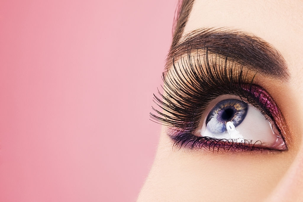 HOW TO PUT ON EYELASHES YOURSELF AT HOME: