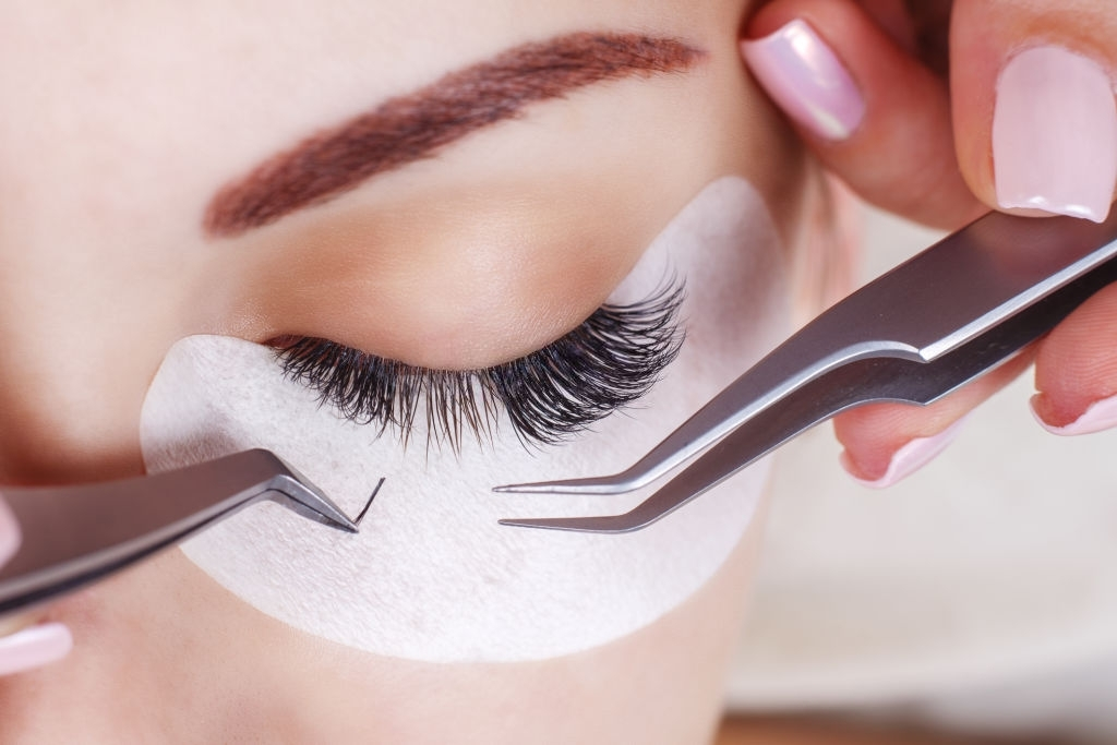 Eyelash Extension Glue for Beginners