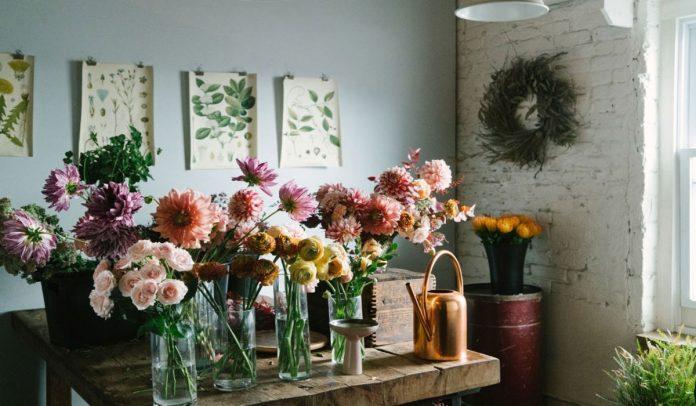 Floral Arrangements To Decorate Escape Rooms